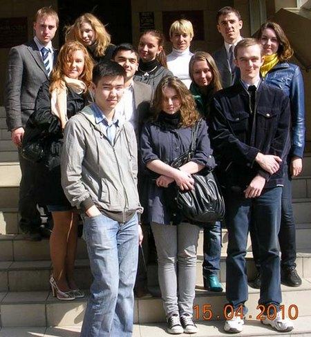Студенческая группа СНИЛ у порога Пресненского районного суда г.Москвы